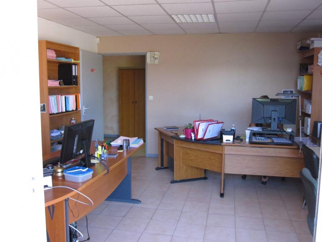 Bureau de 500m le mirabeau centre d 39 affaires for Location bureau 13